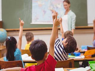 Una jueza civil ordenó a una escuela privada de la CABA la matriculación en secundaria de una adolescente con discapacidad