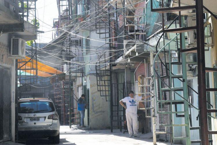 La justicia porteña declaró que el GCBA incumplió la sentencia que le ordenaba resolver el riesgo eléctrico en la villa 21-24, e impuso una multa de $10.000 diarios al Jefe de Gobierno
