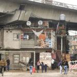 Acusan a Telefónica de discriminar a los vecinos de las villas